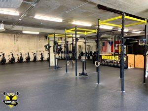 CrossFit Plzeň hrazdy a hlavní tréninková plocha