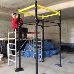 CrossFit Plzeň - instalace první vnitřní hrazdy