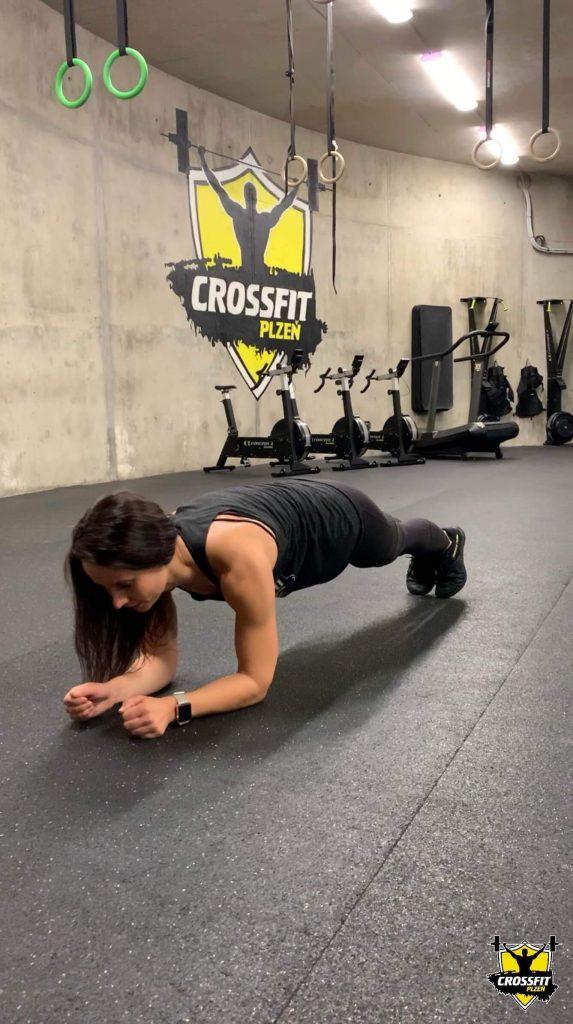 CrossFiterka Lucka Plank - CrossFit Plzen